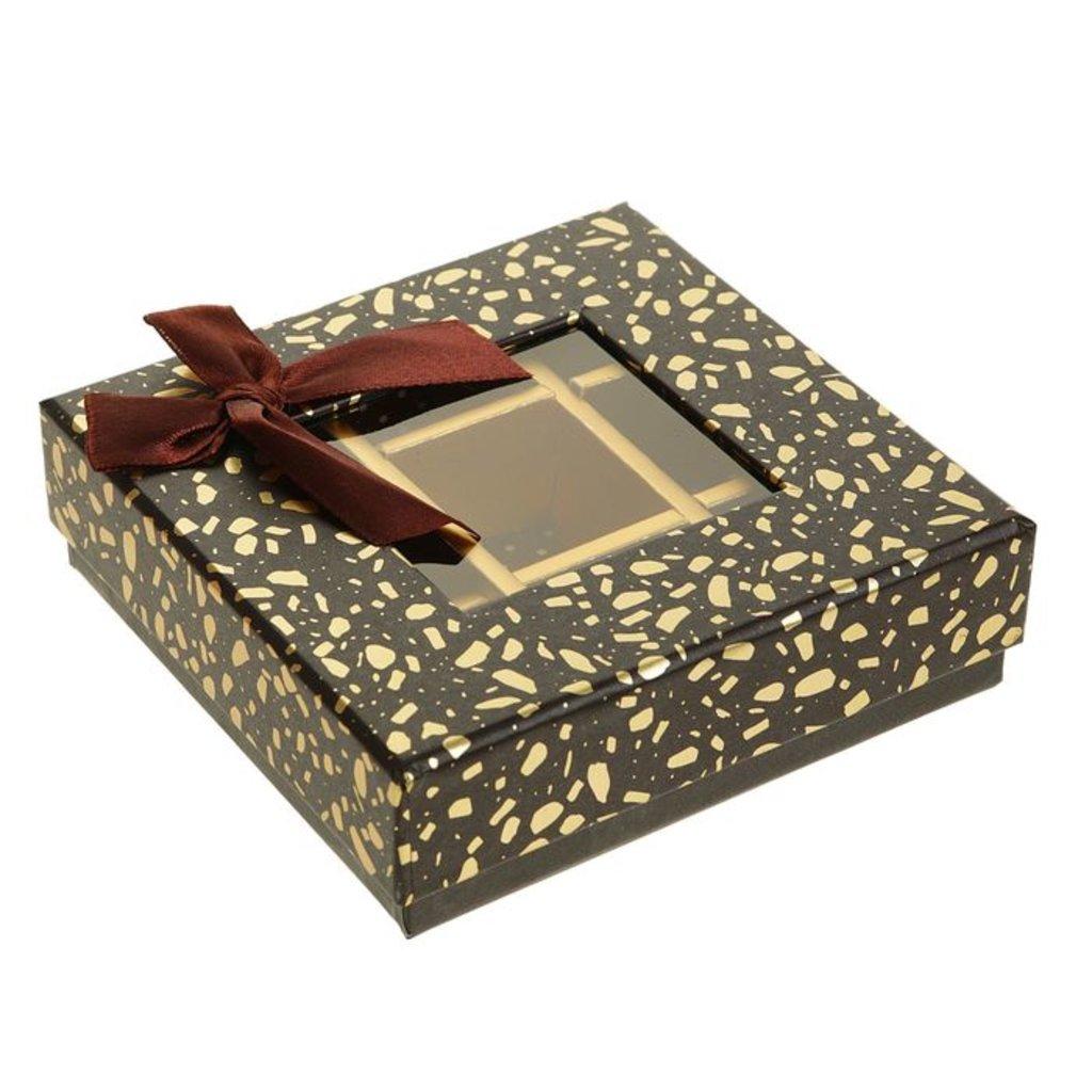 Коробки для конфет и шоколада: Коробка подарочная для конфет  13,5 х 13,5 х 4 см в ТортExpress