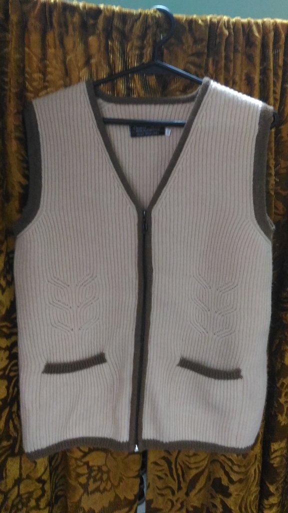 Женская одежда: Жилет из 100% шерсти верблюда и шерсти яка в Сельский магазин