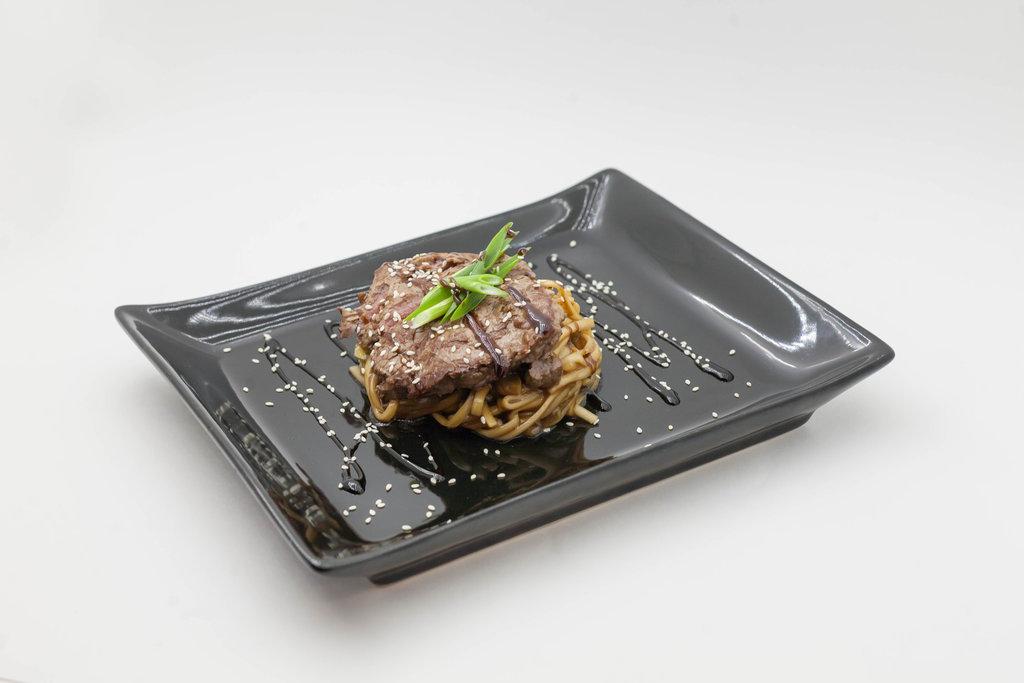 Wok: Лапша с говядиной в Tokio