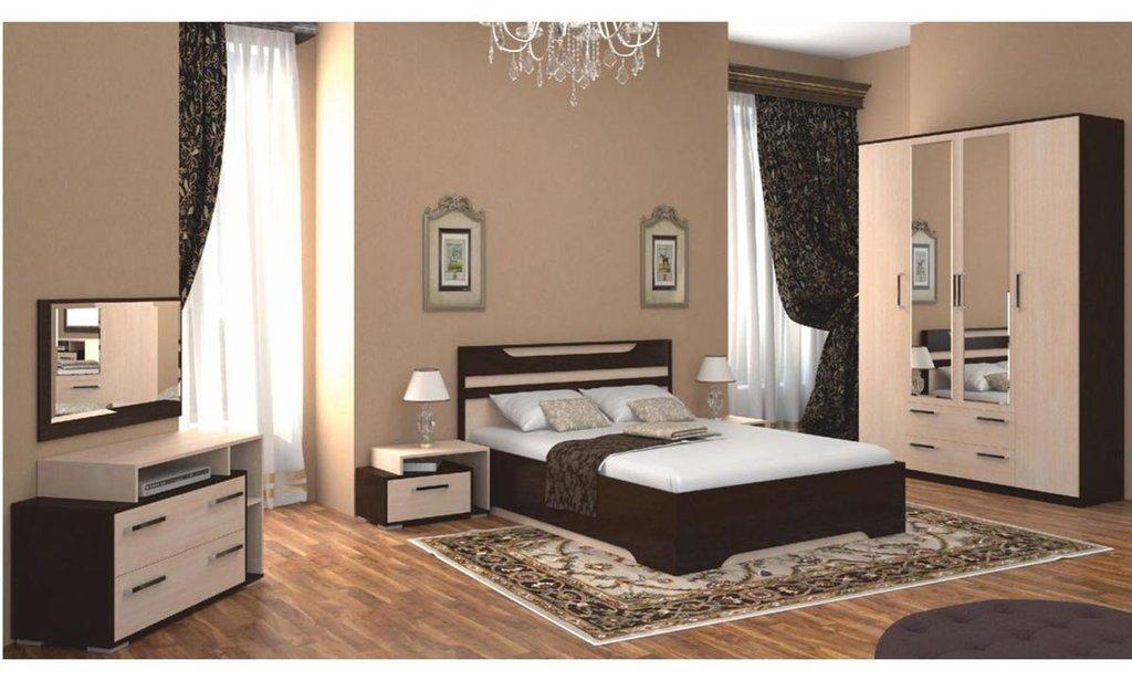 Спальный гарнитур Прага: Шкаф ШР-4 Прага, платье и бельё, 2 ящики, 2 зеркала в Уютный дом