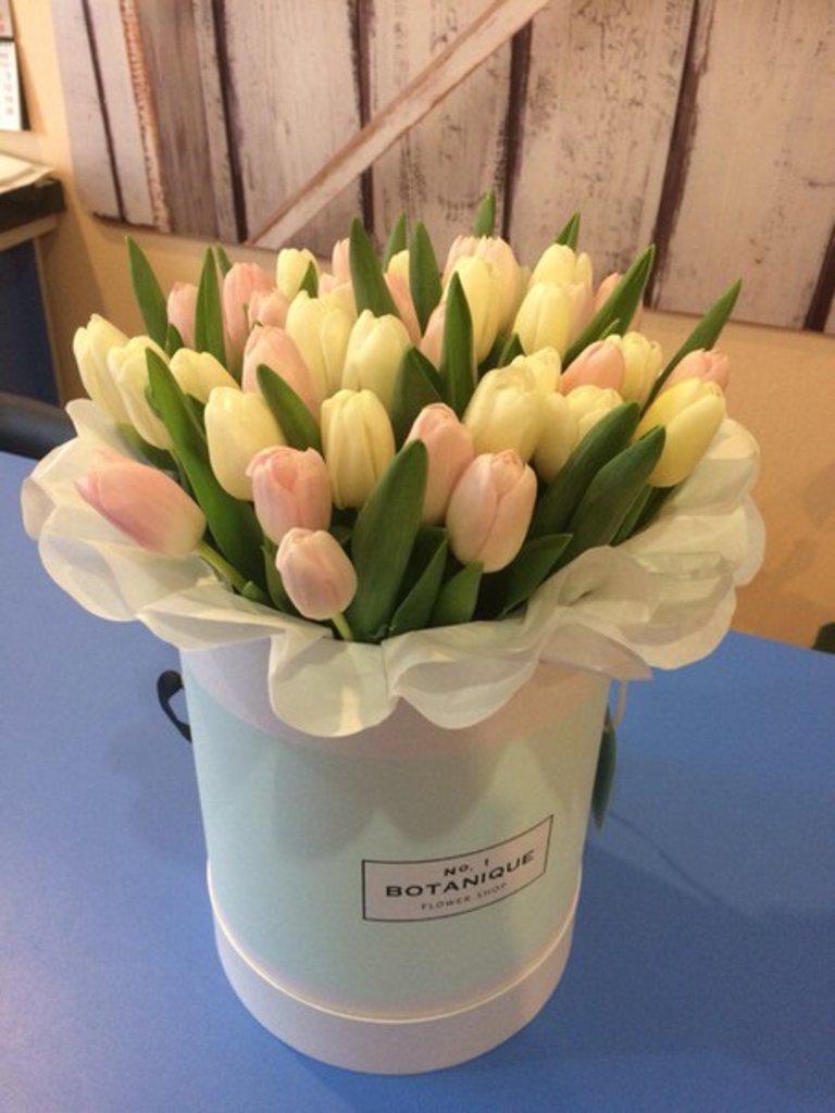 "Premier: ""Premier"" Тюльпаны 2-х цветов в Botanique №1,ЭКСКЛЮЗИВНЫЕ БУКЕТЫ"