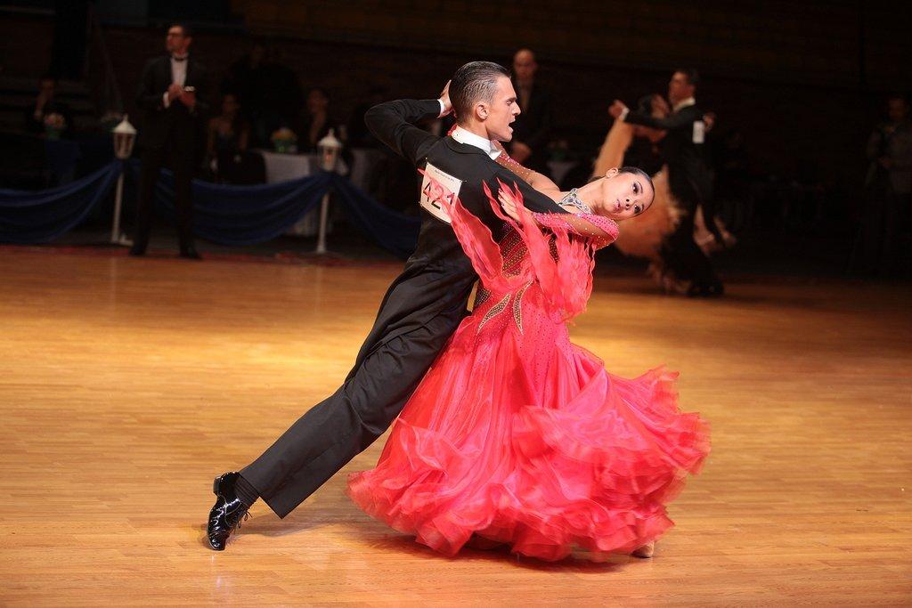 Танцевальные школы: Спортивные танцы в Спектр, спортивно-концертный комплекс, МУП