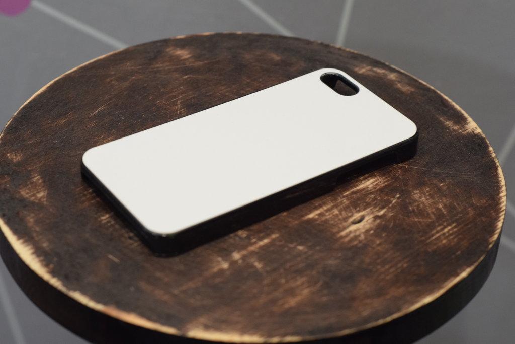Чехлы: Пластиковый чехол для Iphone 4/4S в Баклажан, студия вышивки и дизайна