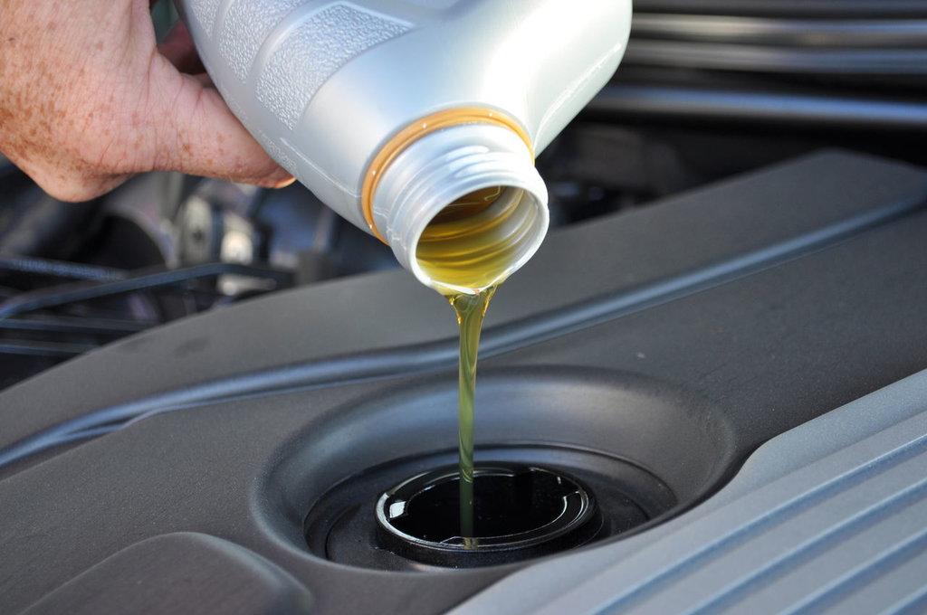Автомобильные масла и смазки, общее: Масло для авто в АвтоСфера, магазин автотоваров
