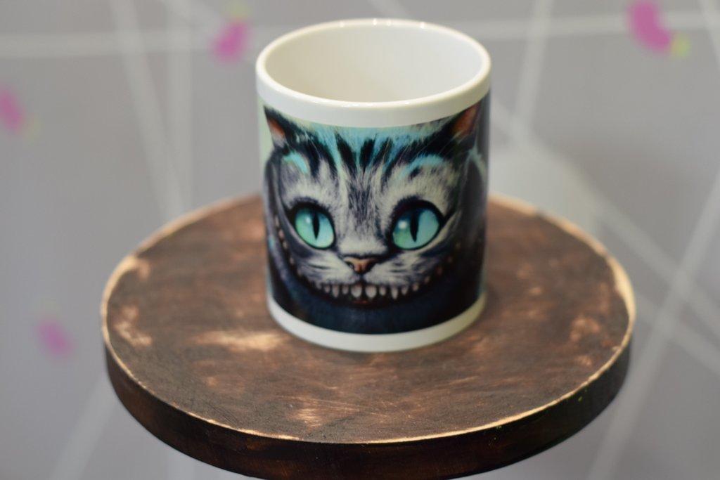 Чашки и кружки: Кружка белая флуоресцентная в Баклажан  студия вышивки и дизайна