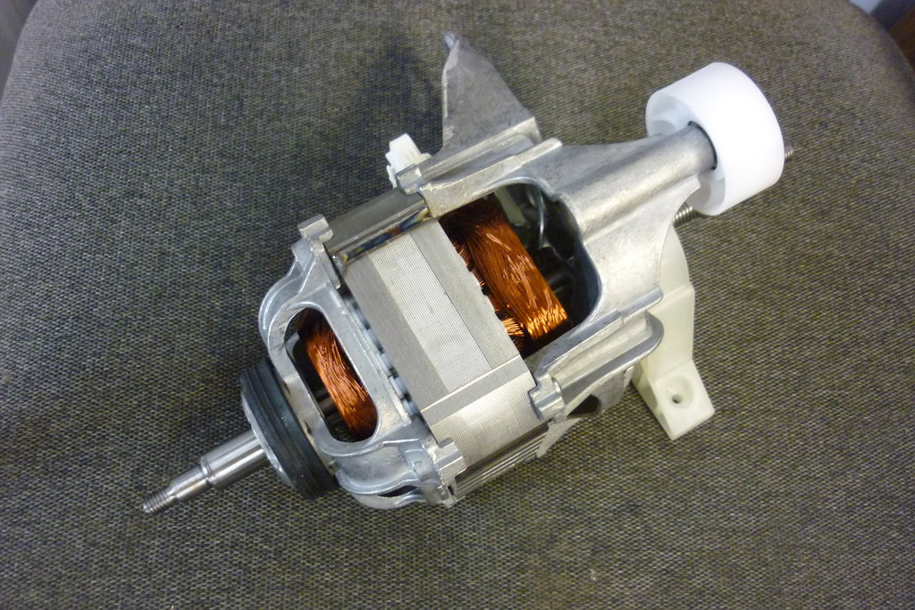 Двигатели, щетки для двигателей, таходатчики и магниты: Двигатель вращения барабана для сушильной машины Bosch (Бош) 145453, 00145453 в АНС ПРОЕКТ, ООО, Сервисный центр
