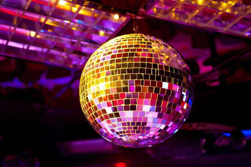 Ночной клуб: Дискотека 90-х в СССР, клуб-ресторан