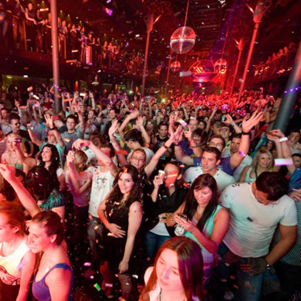 Ночной клуб: Ночной клуб в Огни Сухоны, развлекательный центр