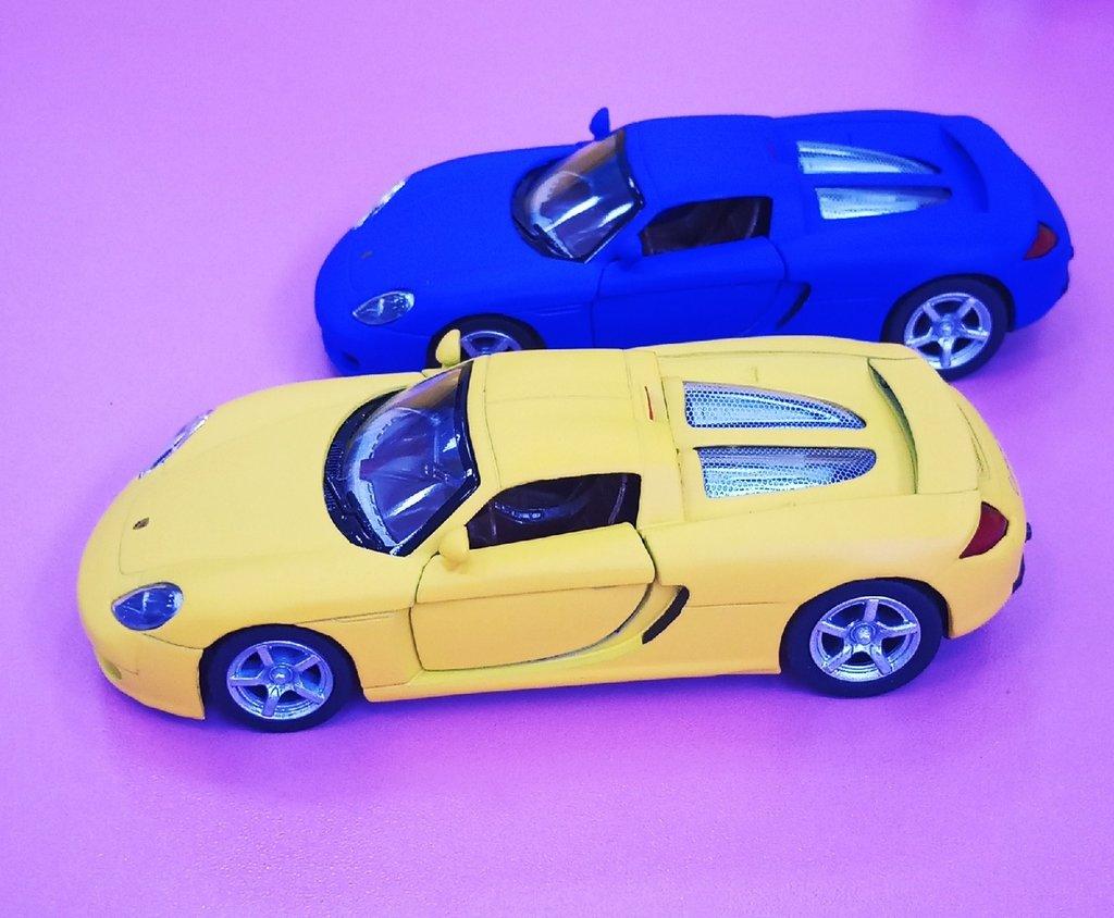 Игрушки для мальчиков: Машинка Kinsmart Porsche Matte 1:36 в Игрушки Сити