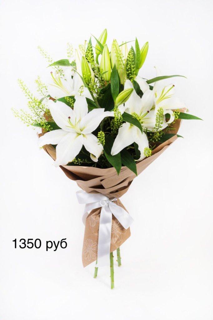 Букеты: Букет с лилиями в Николь, магазины цветов