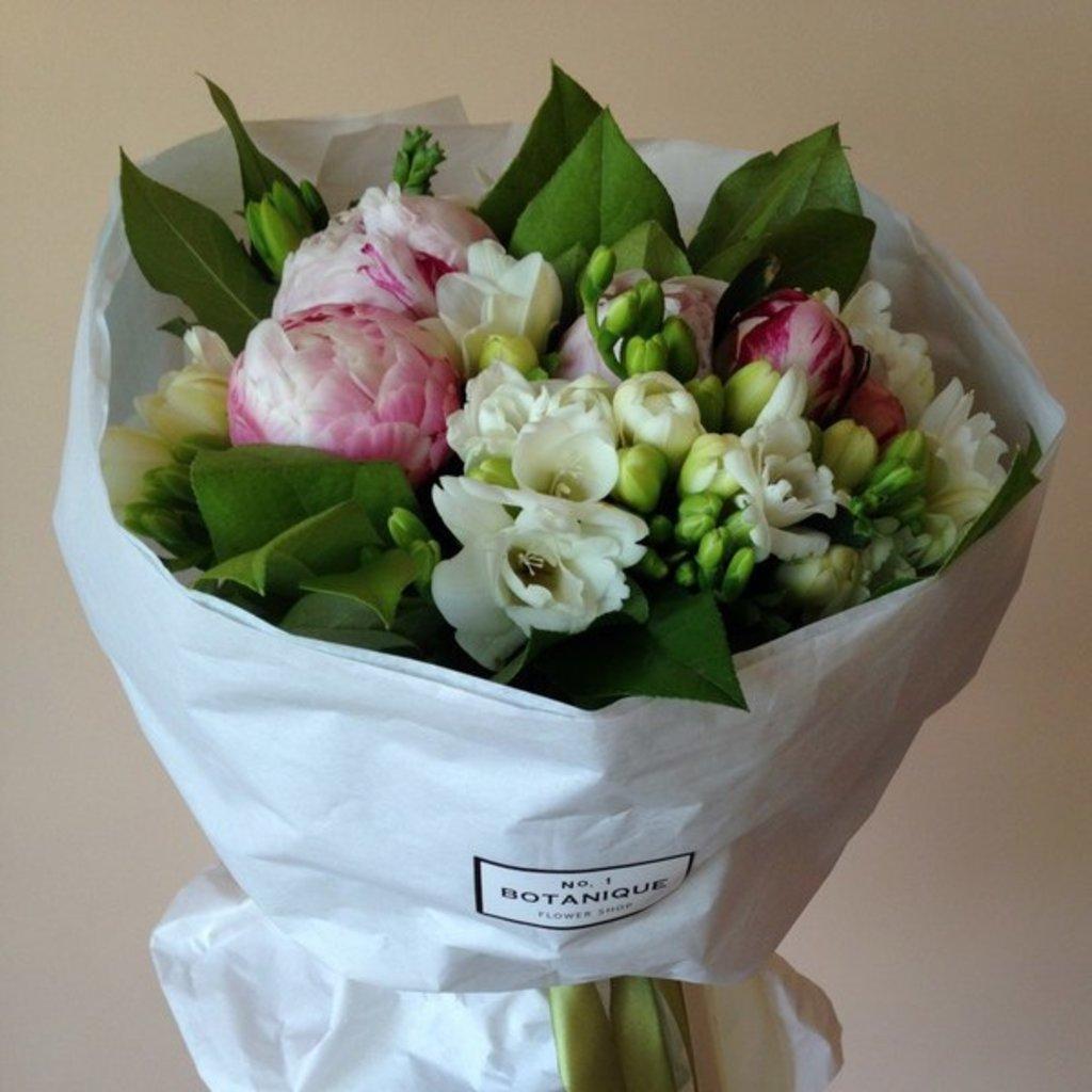 Кулек крафт: Белый Крафт, букет составной в Botanique №1,ЭКСКЛЮЗИВНЫЕ БУКЕТЫ