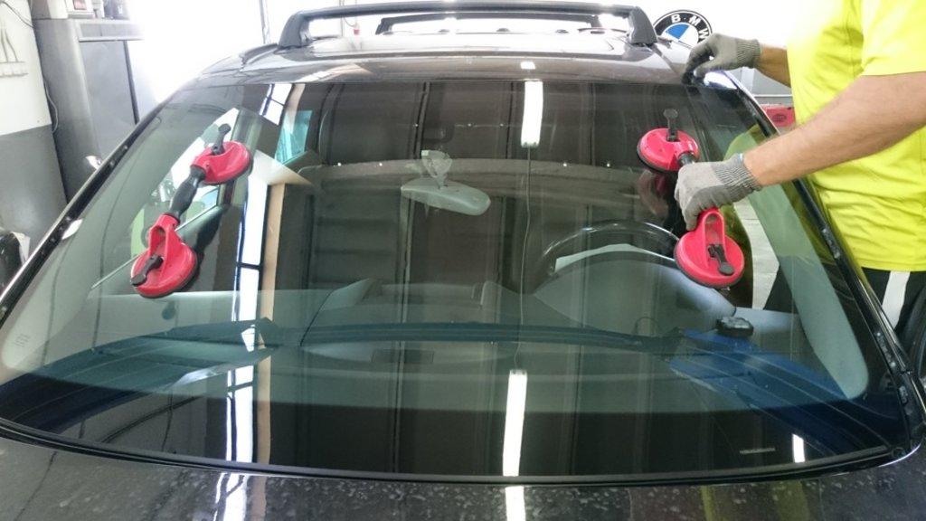 Установка и ремонт автостекол: Установка автостекол в Автостекло