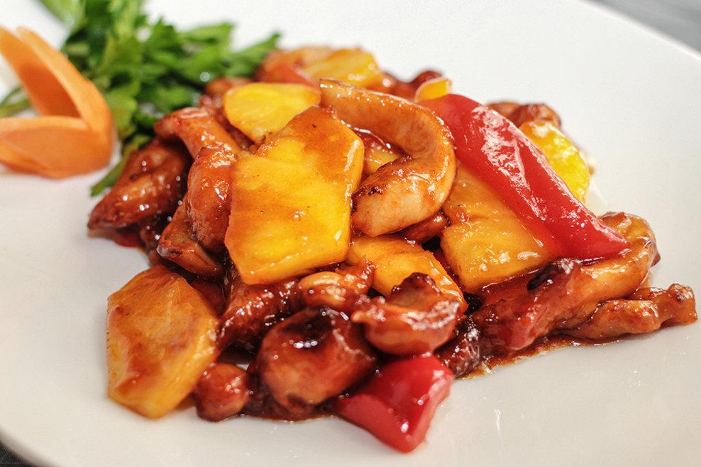 Суббота: Филе куриное с ананасом,болгарским перцем в сливках+гарнир 280гр в Смак-нк.рф