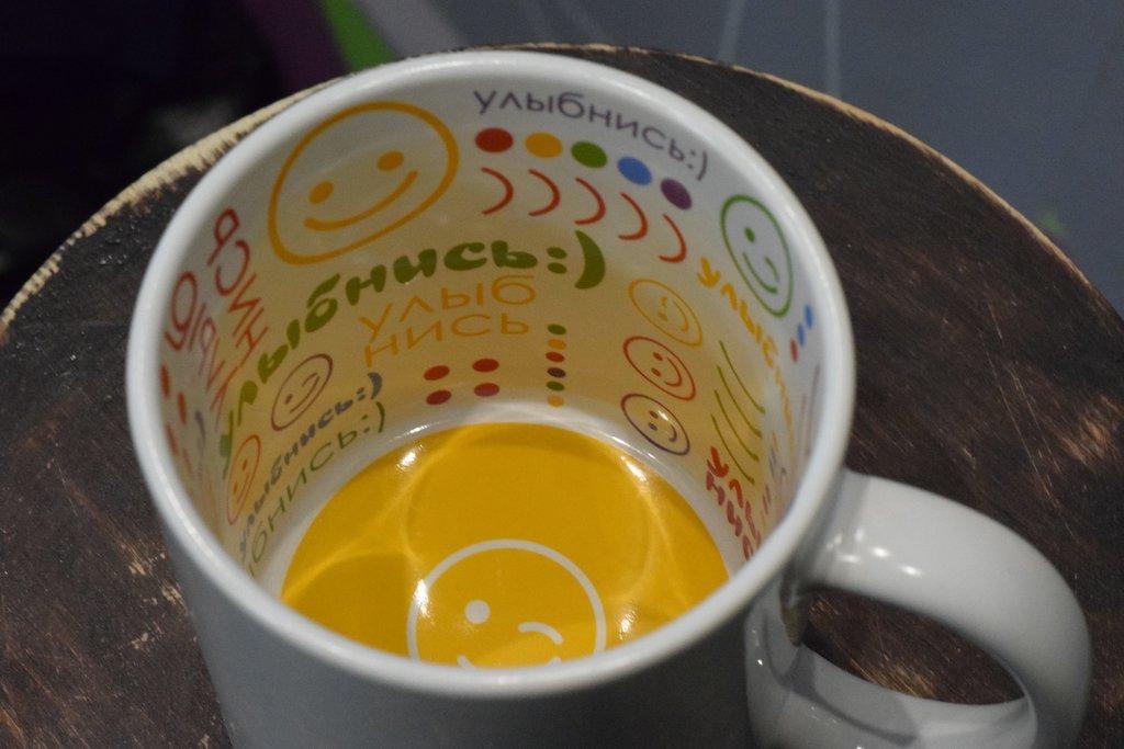 """Чашки и кружки: Кружка белая керамическая с принтом внутри """"Улыбнись!"""" в Баклажан, студия вышивки и дизайна"""