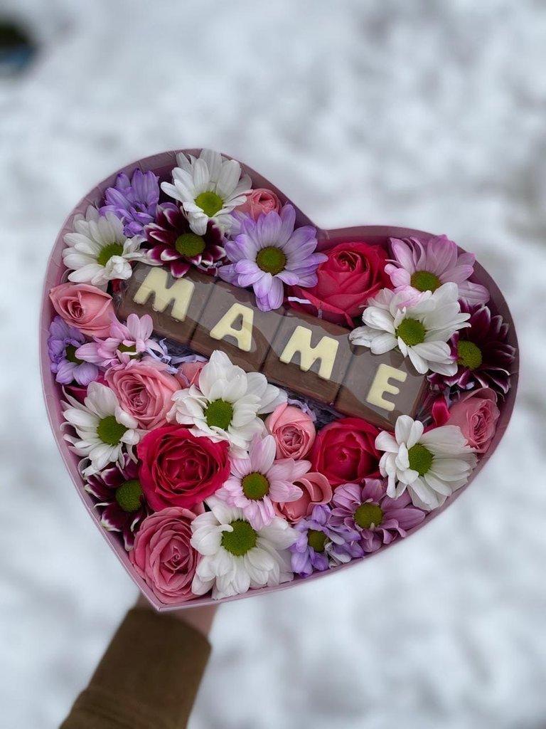 Композиция сердце мама из хризантем и роз в Первый цветочный