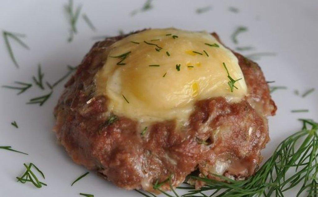 """Вторник: КОМПЛЕКС: мясной биточек + пюре картофельное + салат """"Клюковка"""" (350 г) в Смак-нк.рф"""