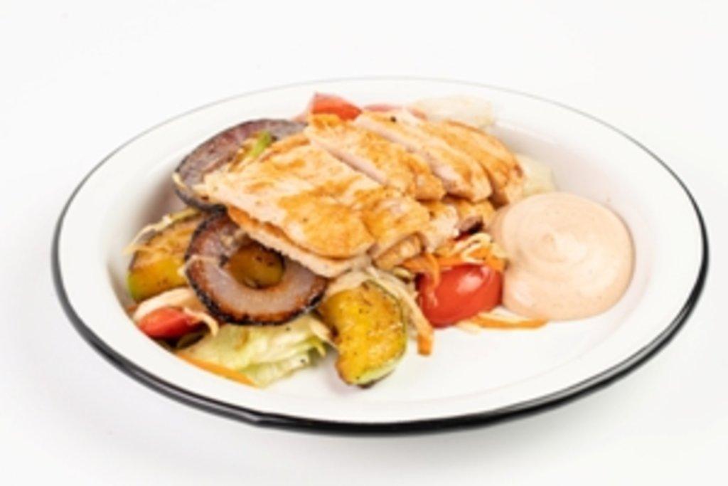 Закуски и салаты: Салат куриный с печеными овощами в Tesla Burger Тюмень