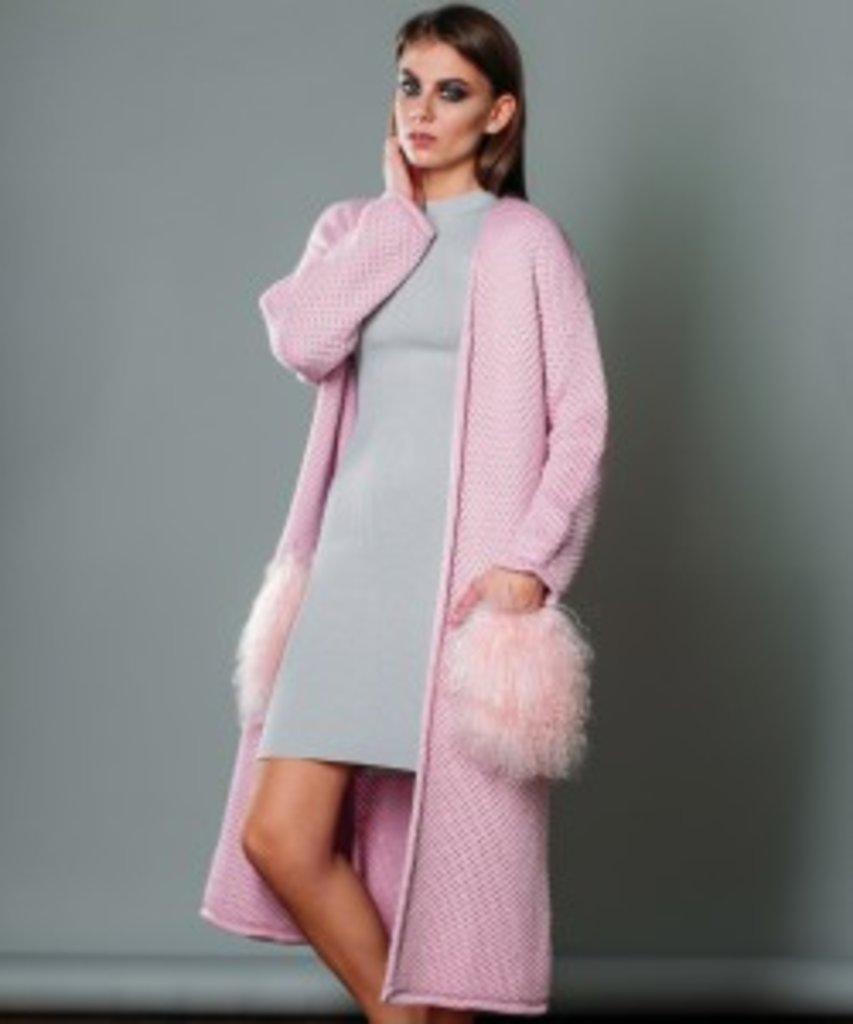 Кардиганы: Вязанный длинный кардиган с карманами из меха ламы светло-розовый в Sesso