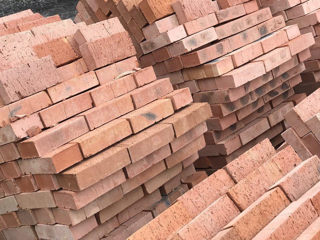Строительный: Кирпич строительный М-100 (Киселевск) полнотелый (Цена за 400 шт+поддон) в 100 пудов