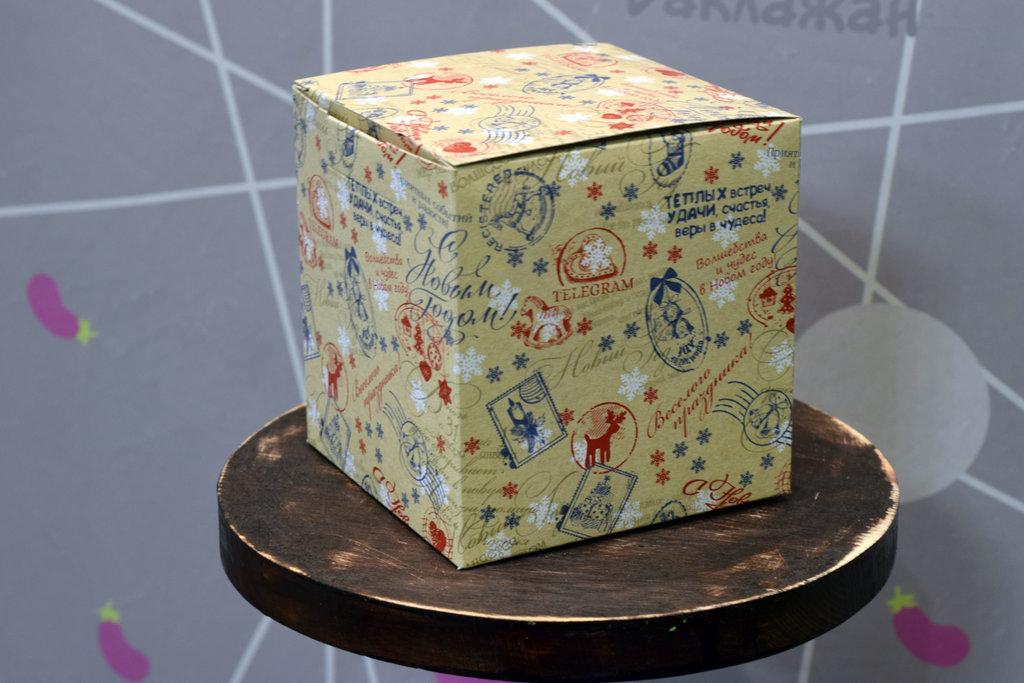"""Подарочная коробка под кружку """"Новогодняя посылка"""" в Баклажан, студия вышивки и дизайна"""