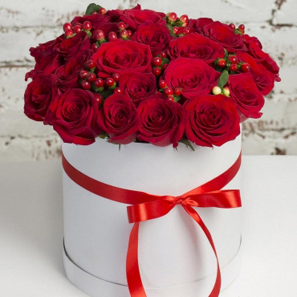 Цветы в коробке: Букет из роз в круглой коробке в Николь, магазины цветов