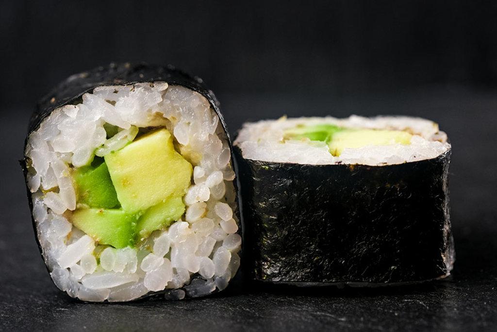 Классические роллы: Ролл с авокадо в Tokio