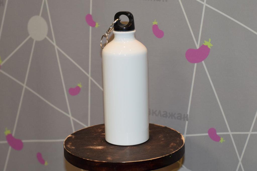 Бутылки для воды: Бутылка спортивная для воды (металлическая, белая, 500мл) в Баклажан, студия вышивки и дизайна