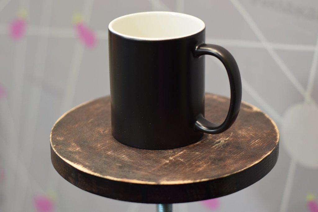Чашки и кружки: Кружка хамелеон черная матовая в Баклажан, студия вышивки и дизайна