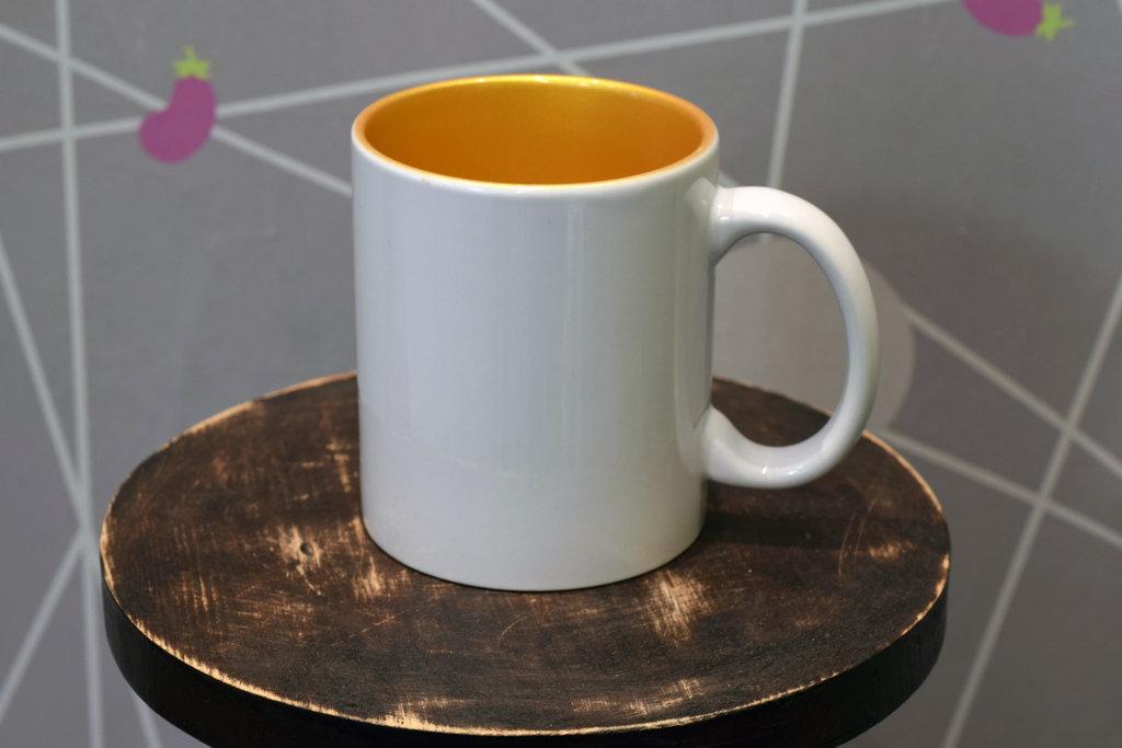 Чашки и кружки: Кружка белая керамическая золотая внутри в Баклажан, студия вышивки и дизайна