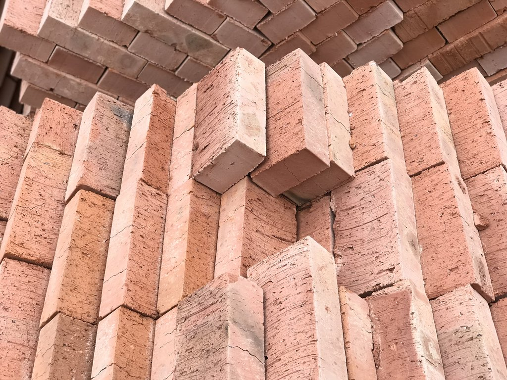 Стеновые блоки: Кирпич строительный М-100 (Киселевск) полнотелый (Без НДС. партия 6480шт) в 100 пудов