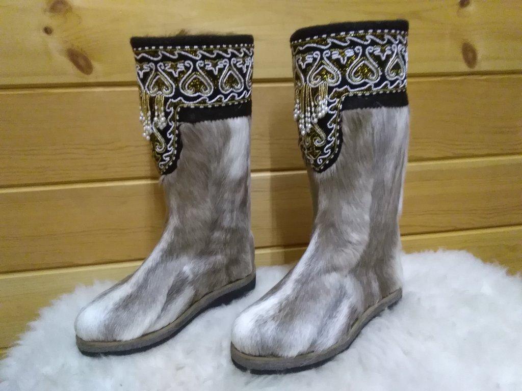 Унты, сапоги женские: Унты женские из камуса Северного оленя вышивка из бисера кисти в Сельский магазин