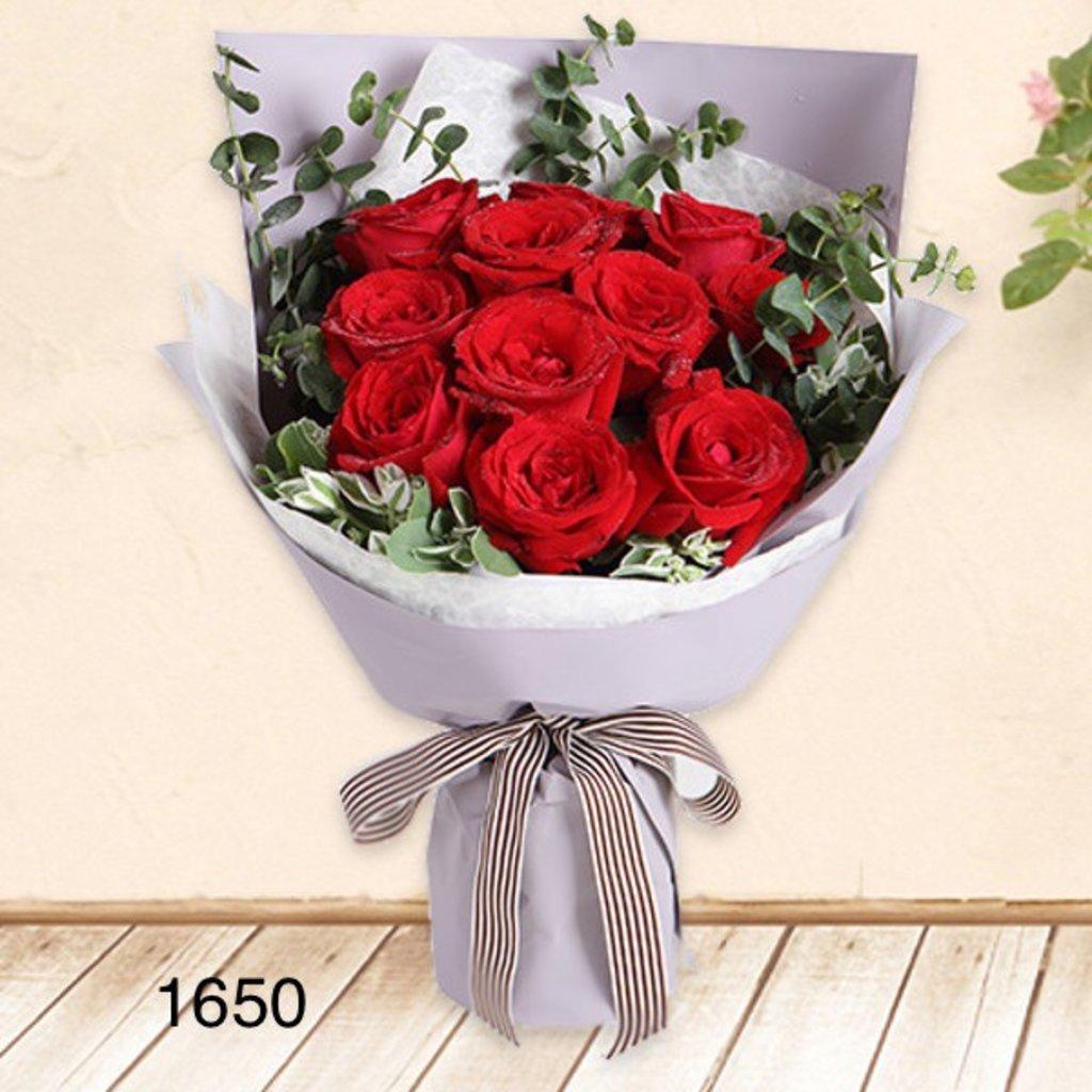 Букеты: Букет роз, красные в Николь, магазины цветов