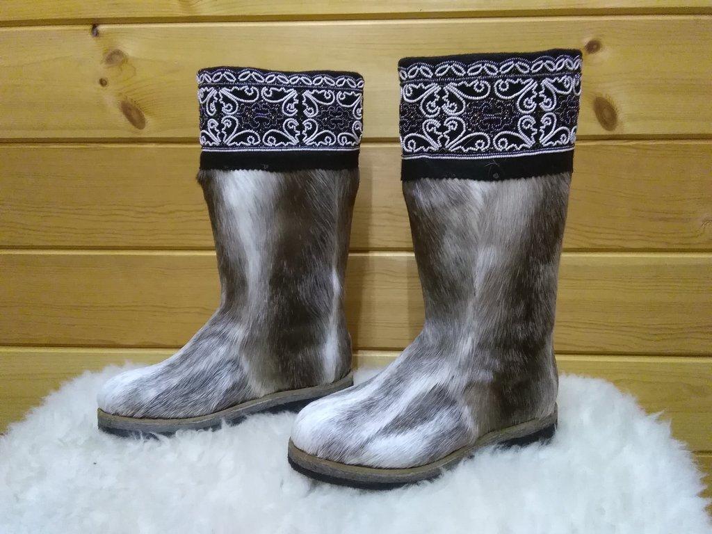 Унты, сапоги женские: Унты женские из камуса Северного оленя вышивка из бисера пояс в Сельский магазин