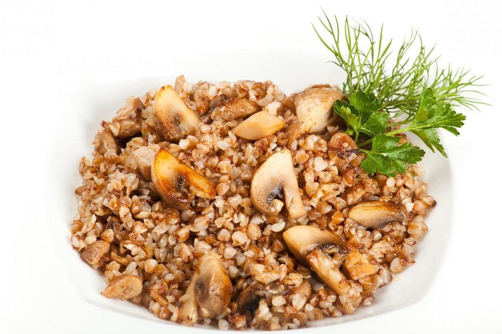Четверг, 18 апреля: Каша гречневая с грибами (300 г.) в Победа! Пора обеда