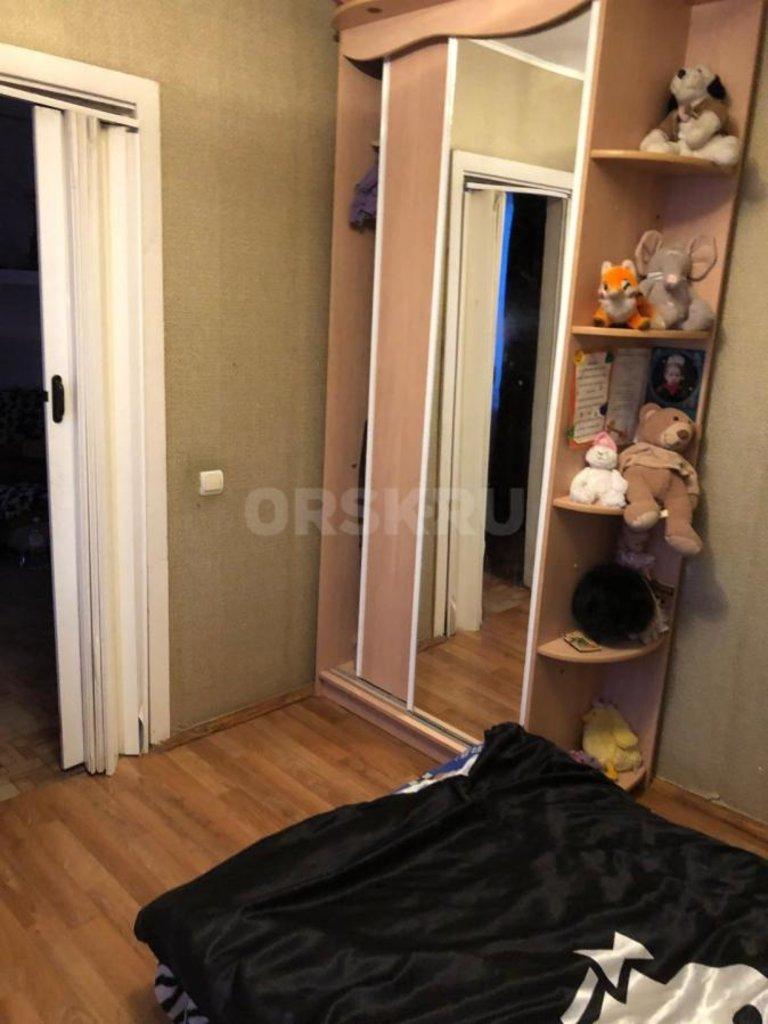 4-комн. квартира: г. Орск, ул. Ялтинская, д. 87 в Континент