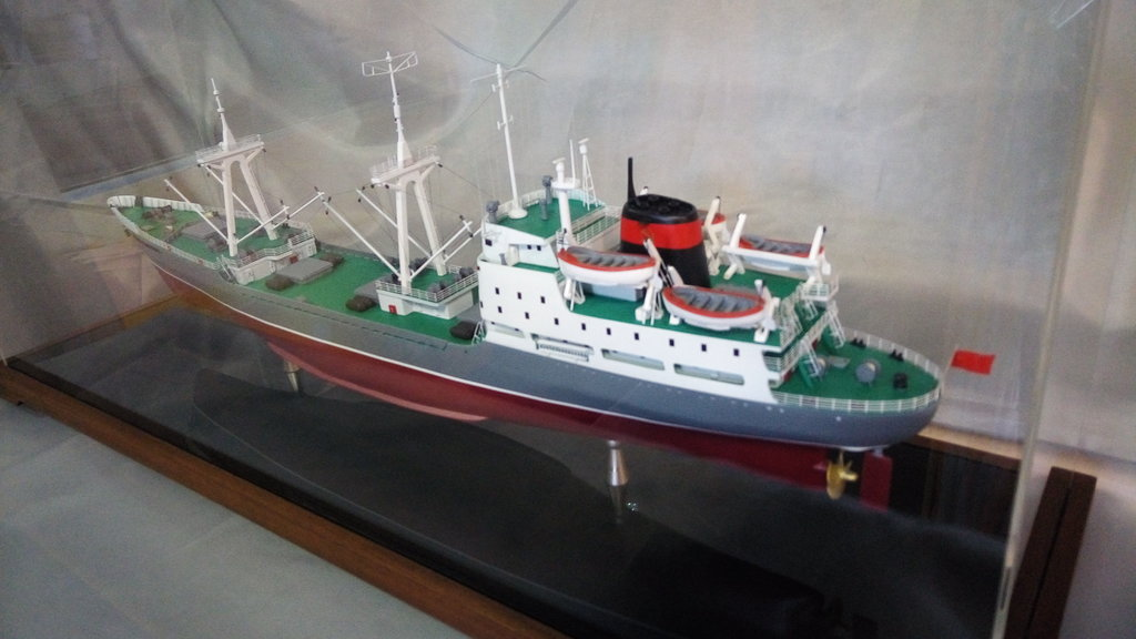 """Модели кораблей: Модель транспортного рефрижератора """"Имени 61 коммунара"""" в Модели кораблей"""