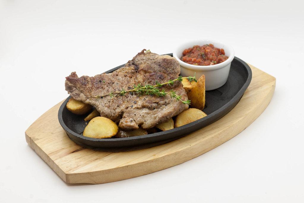 Горячие закуски: Стейк из свинины в Tokio