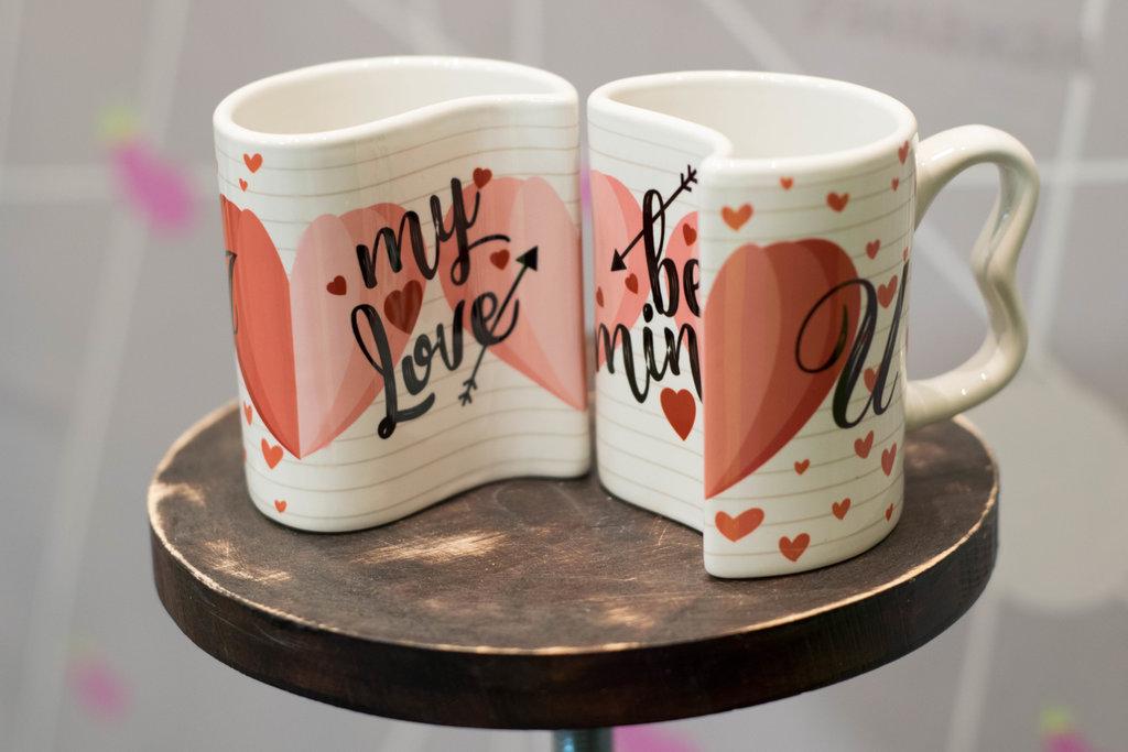 Чашки и кружки: Парные кружки для влюбленных в Баклажан, студия вышивки и дизайна