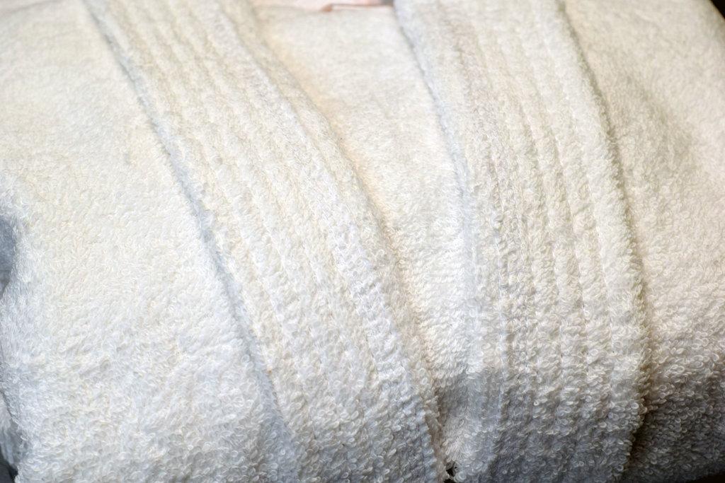 Махровые халаты: Халат махровый детский с капюшоном в Баклажан, студия вышивки и дизайна