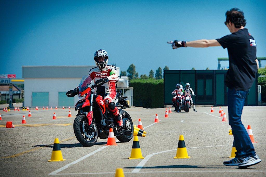 Автошкола: Вождение мотоцикла в Лидер автошкола
