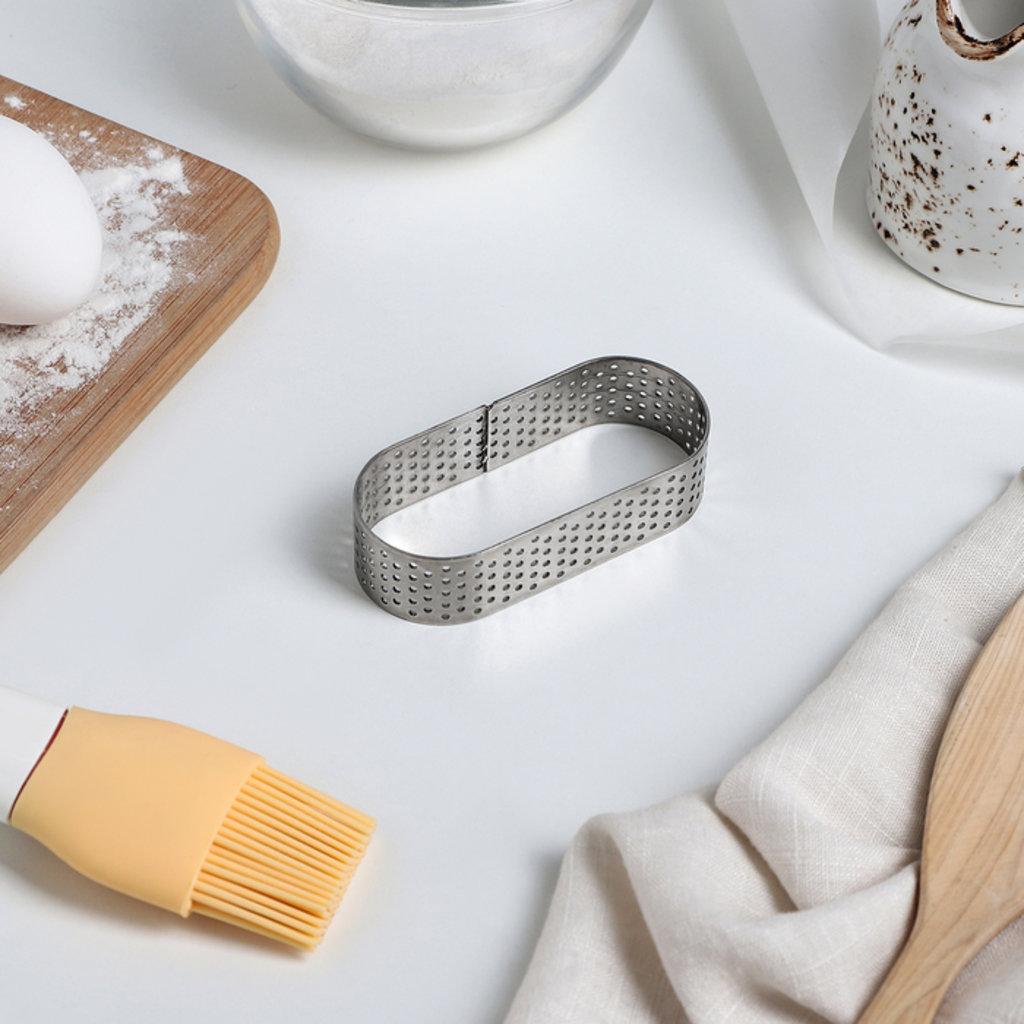Кольца для выпечки и выкладки: Форма перфорированная для выпечки Овал 3,5х8х2см в ТортExpress
