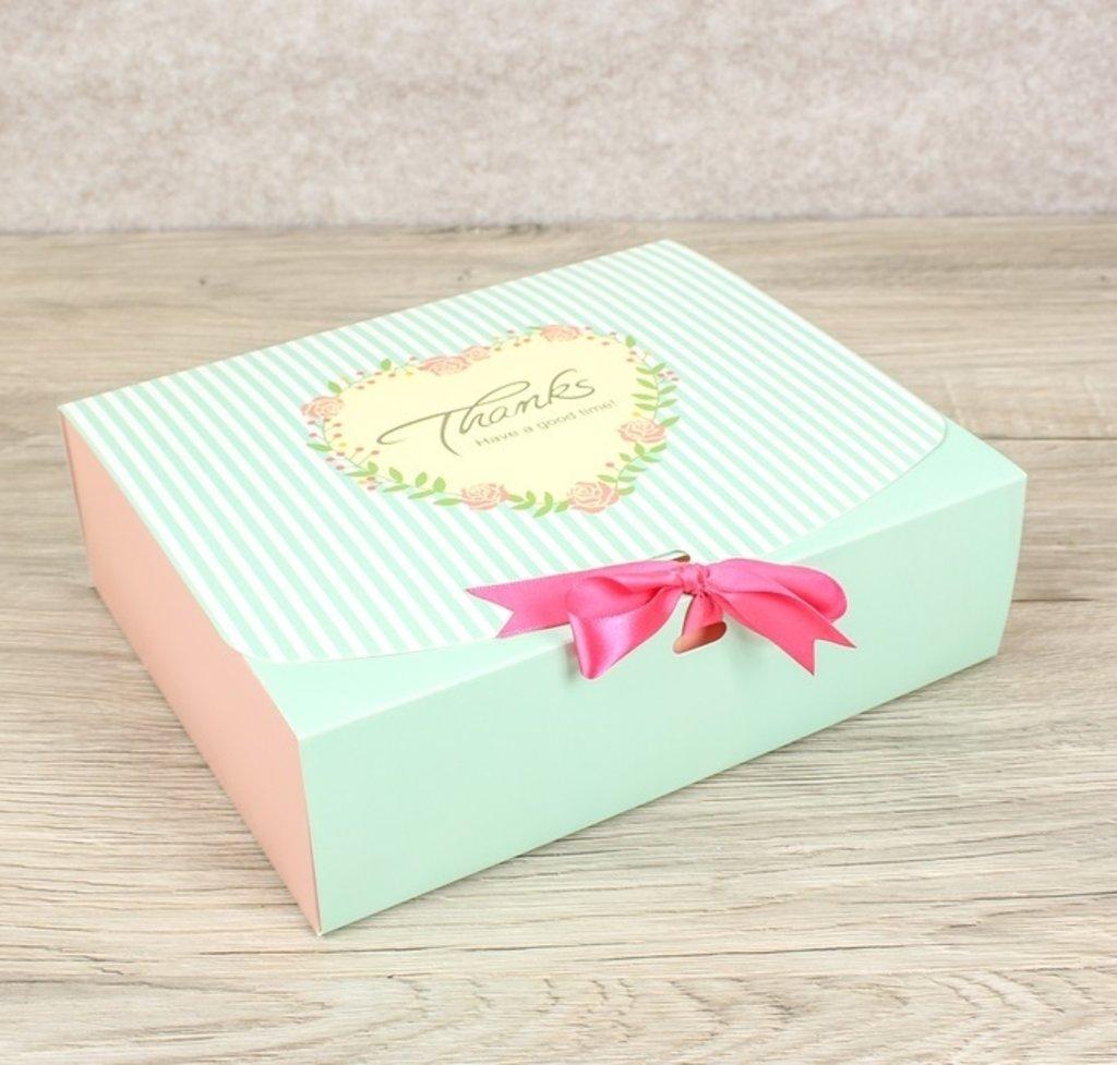 Коробки для кондитерских изделий: Коробка сборная для сладкого  24х19х7см в ТортExpress