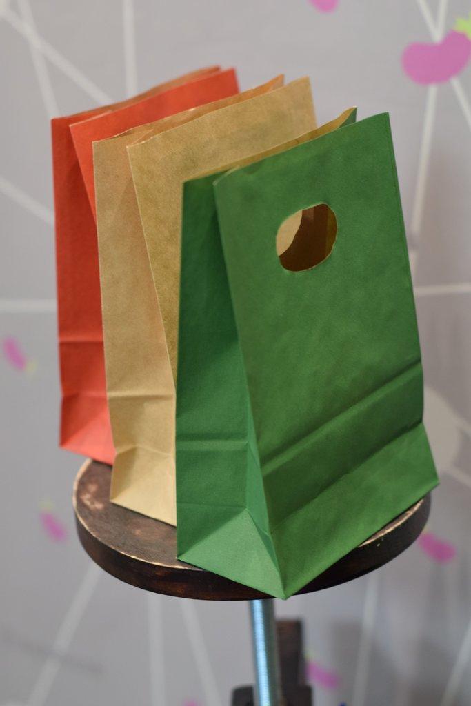 Подарочная упаковка: Подарочный бумажный пакет под кружку в Баклажан, студия вышивки и дизайна