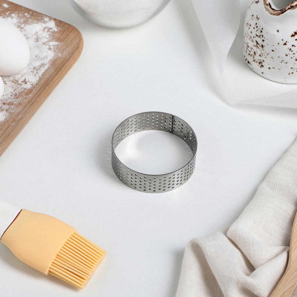 Кольца для выпечки и выкладки: Форма перфорированная для выпечки Круг d=6см в ТортExpress