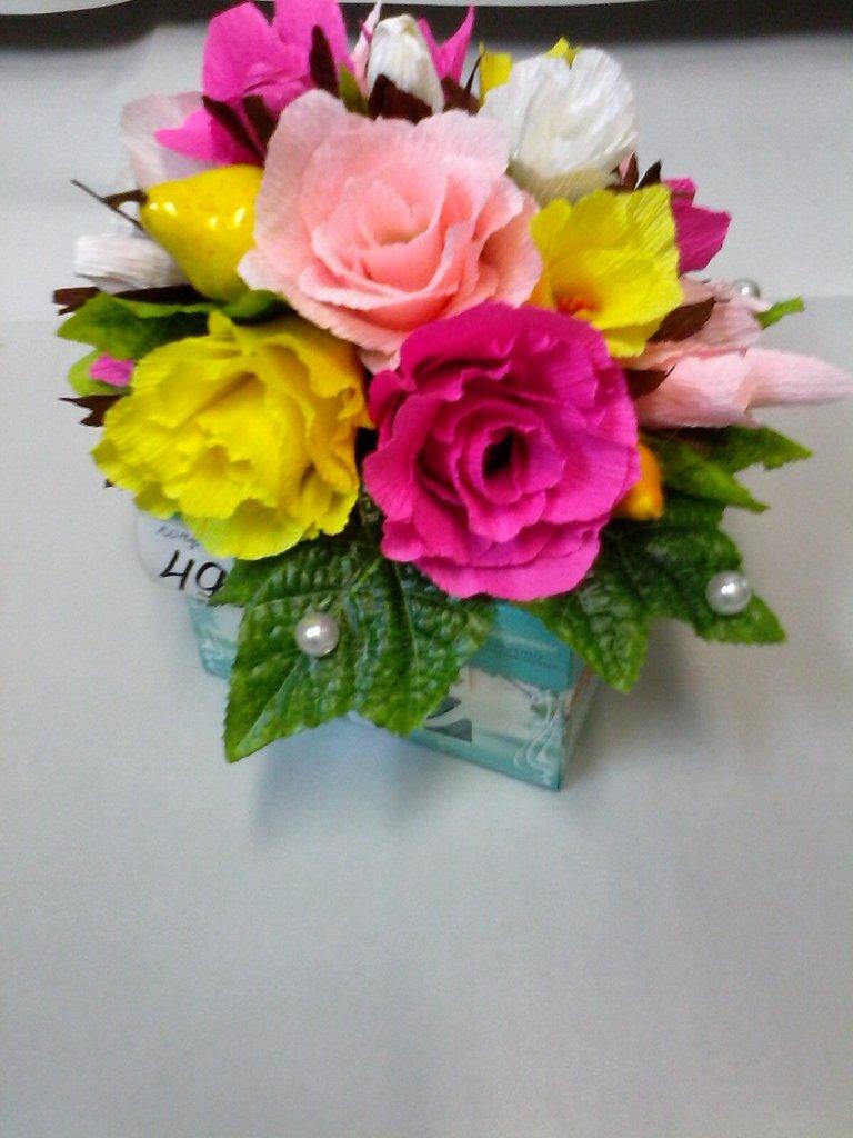 Букеты из конфет: Букет из конфет в Николь, магазины цветов