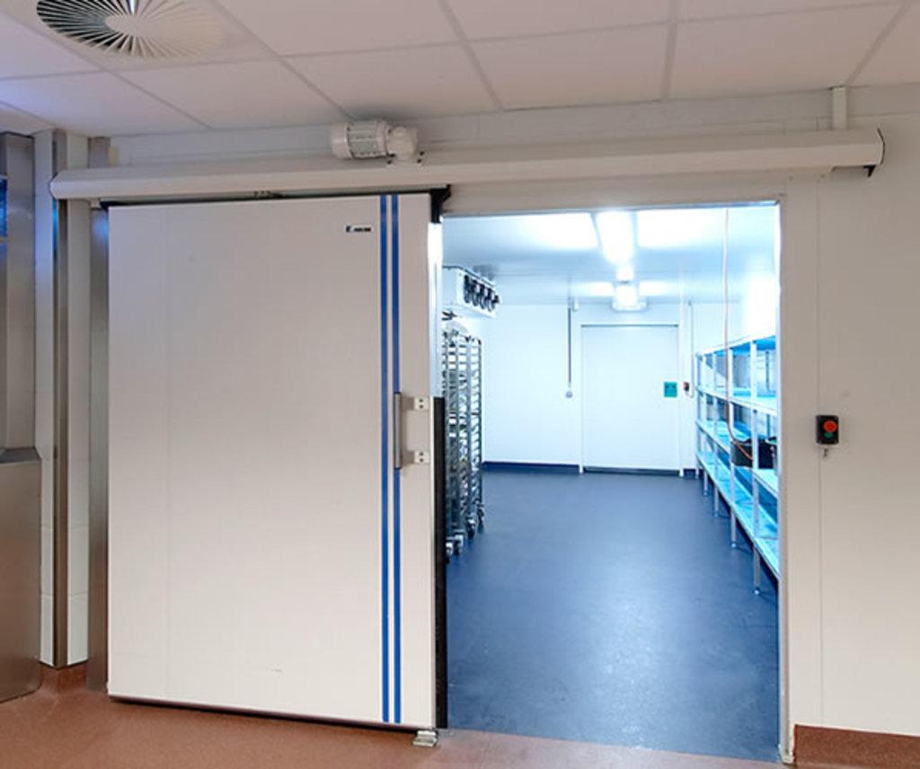 Ремонт холодильного оборудования: Монтаж камеры холодильной в МСЦ Хладоновые системы, ООО
