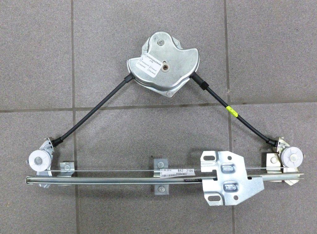 Аксессуары для кузова автомобиля, общее: стеклоподъёмник передний левый механич Ваз 2109 в Автоцентр