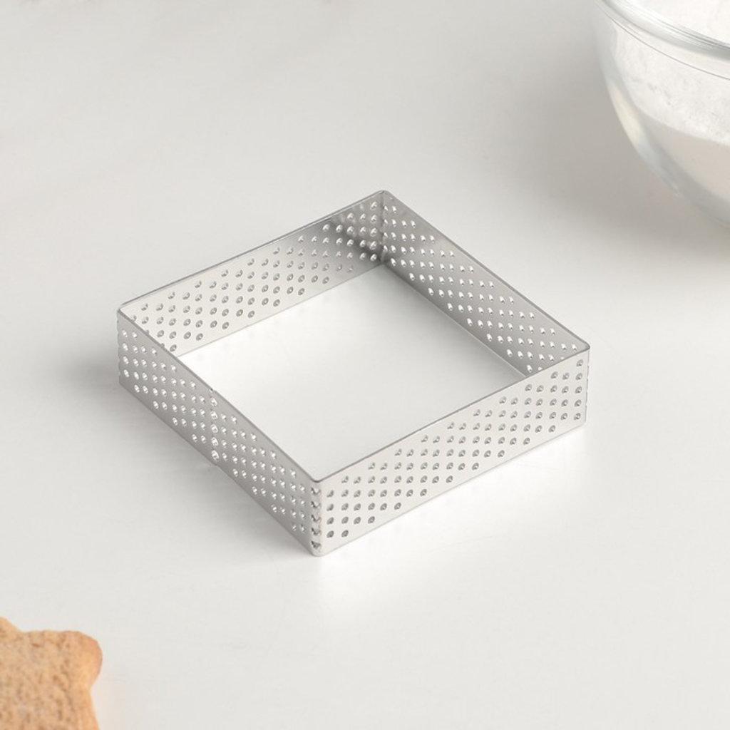 """Металлические и разъёмные формы для выпечки: Форма перфорированная для выпечки """"Квадрат"""" 7x7x2 см в ТортExpress"""