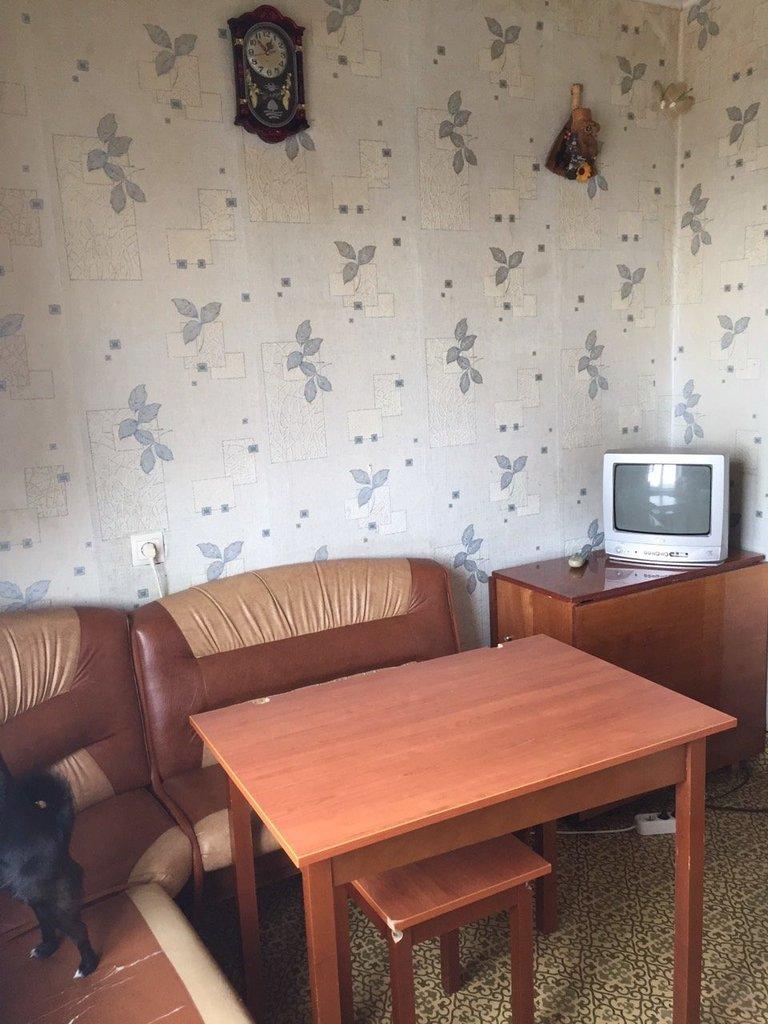 2-комн. квартиры: 2-х комн.кв.в 6 ом. мик-не улучшенной планировки.В квартире хороший ремонт,потолки натяжные,пластиковые окна,новый линолеум,установлены счетчики,квартира теплая,светлая,чистая. Новому хозяину принесет только счастья! в Эверест