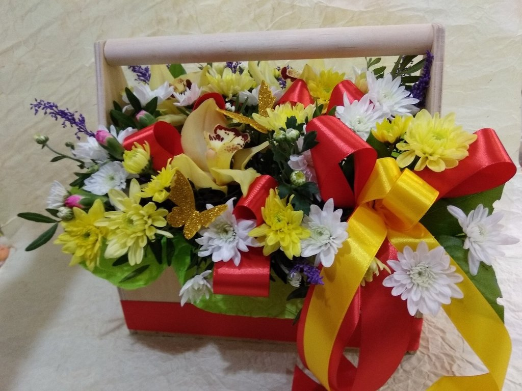 Композиция из живых цветов в Николь, магазины цветов